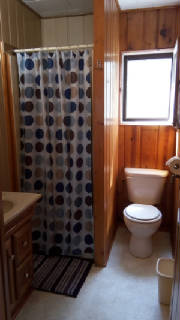 Cabin_6bathroom.jpg
